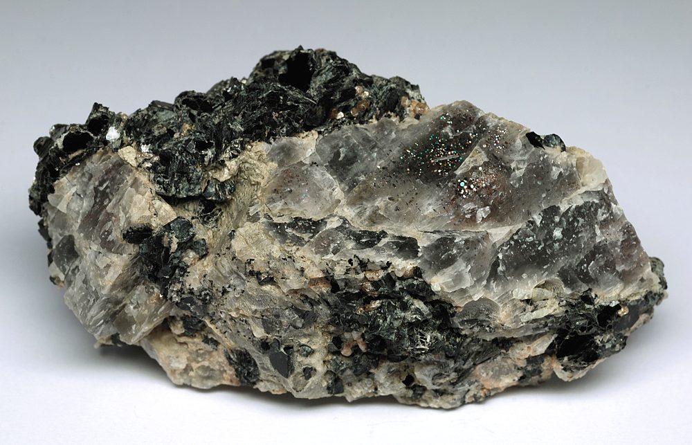 Цирконий  камень